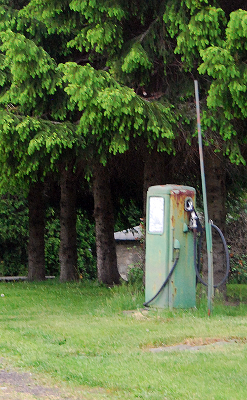 Old gas pump on Aberdeen Road - © Frank H. Jump