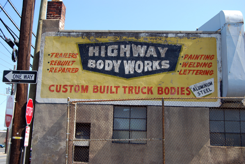 Highway Body Works - Tonnelle Avenue - No. Bergen, NJ - © Vincenzo Aiosa